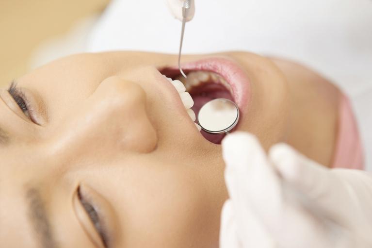 自然の歯を残すために、歯の基礎部分からの治療
